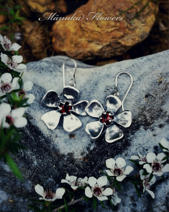 Red Mānuka Flower Earrings | Jewellery nz | Redmānuka