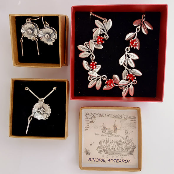 Silver Poppy Necklace | nz jewellery | Redmanuka showing box details