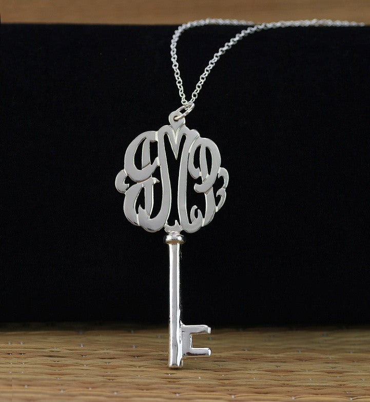 silver-key-necklace