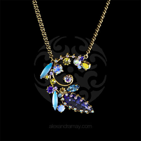 Konplott 'La Maitresse' Blue Flowering Pendant Necklace (253329) front