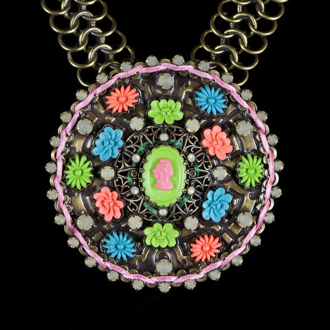 Konplott 'Macaroon' Large Disk Statement Necklace (051796) closeup