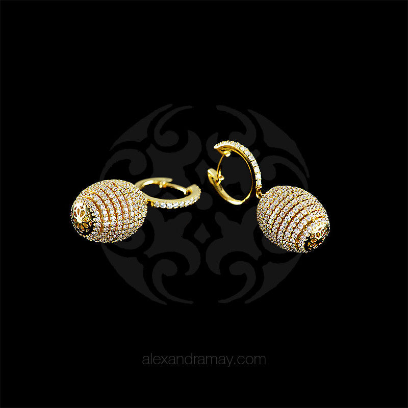 Lustre of London Yellow Gold Honeycomb Beehive Earrings (EA12CVY) detail