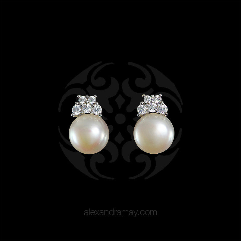 Lustre of London Silver Pearl Stud Earrings (EA33CVW)
