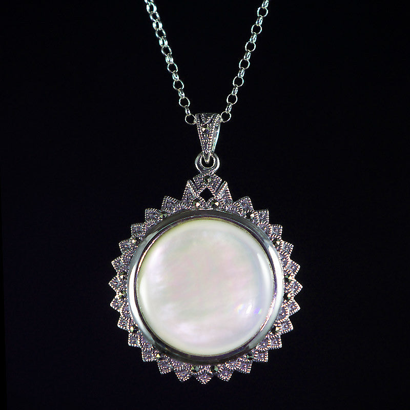 Luke Stockley Sterling Silver Mother of Pearl Round Pendant Necklace (HP556)