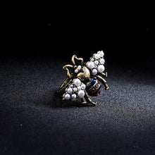 Load image into Gallery viewer, Vintage Pearl Bee Ring