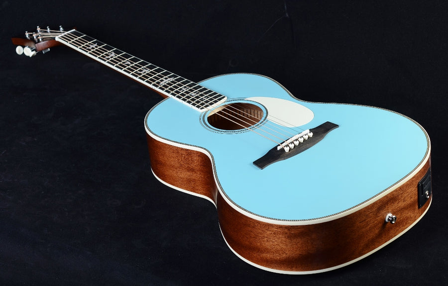 PRS SE P20E- LIMITED EDITION POWDER BLUE