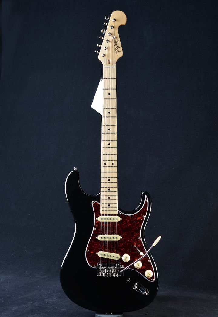Tagima Classic Series T-635 - Black with Tortoise Pickguard