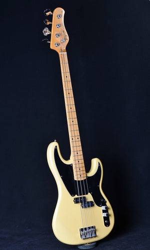 Tagima TW-66 Telecaster Bass - Butterscotch with Black Pickguard