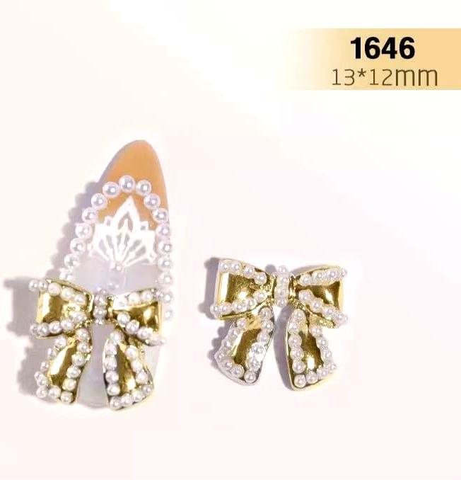 【BUY 2 GET 1 FREE!】3D Luxury Bowknot Studded With Pearls Nail Accessories (4pcs)