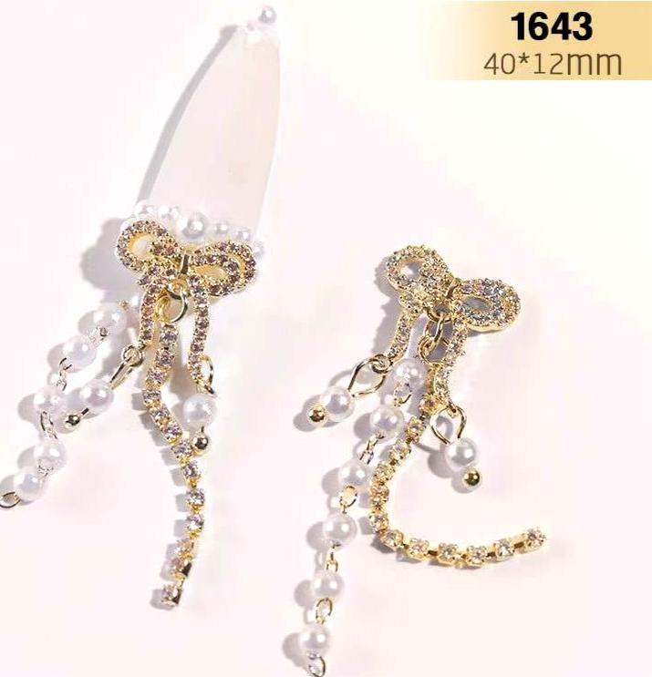 【BUY 2 GET 1 FREE!】3D Luxury Nail Bowknot Studded With Diamond With Pearls Ribbons (Gold) (1pcs)