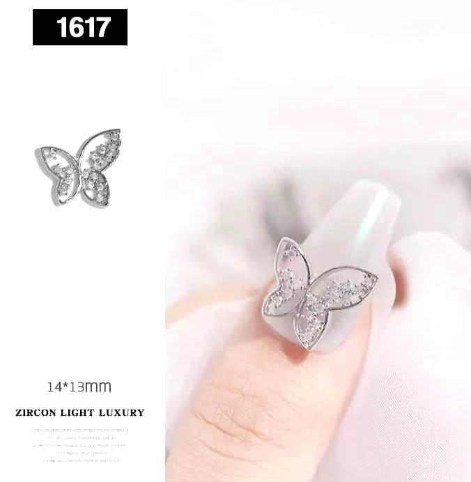 【BUY 2 GET 1 FREE】 (2 Pcs) 3D Luxury Butterfly Stubbed With Diamond