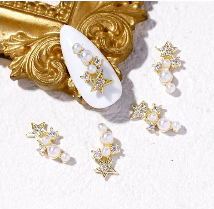 【BUY 2 GET 1 FREE!】3D Luxury Fancy Star With Variety Sized Pearls (2pcs)