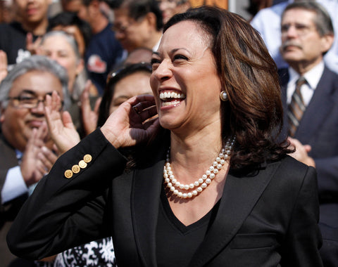 kamala-harris-vice-president-wearing-pearl-necklace
