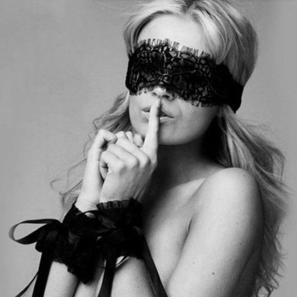 woman-wearing-lblack-lace-blindfold-and-wristcuffs-black-and-white