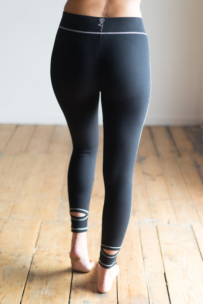 stirrup yoga leggings black