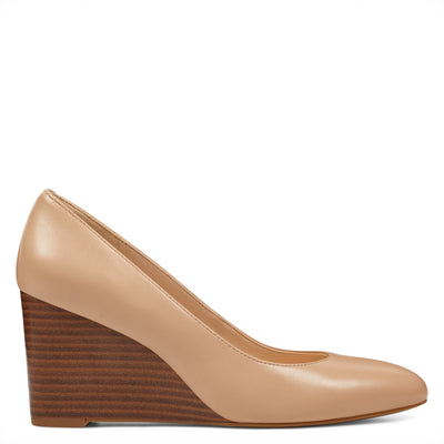 나인 웨스트 NINE WEST Jazzin Almond Toe Wedges,Natural Leather