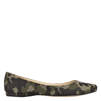 나인 웨스트 NINE WEST Speakup Almond Toe Flats,Metallic Camo