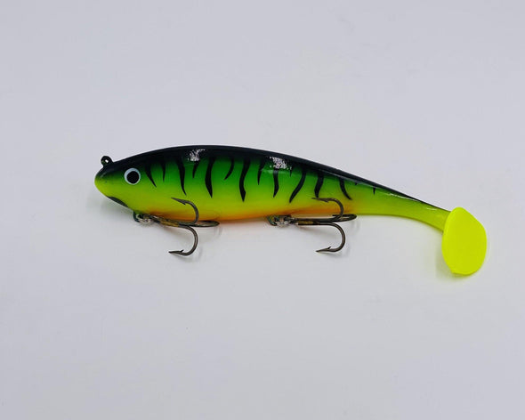 Firetiger Musky Innovations brings you one of the best lures on the 2020 market! The Swimming' Dawg is hand poured and made in the USA this musky bait catching machine was designed by swim bait guru Luke Ronnestrand. It has forward front hook design for better hook ups especially on head hunting fish.