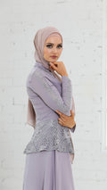 Lace Peplum Dress -  Modelle