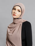 Piping Scarf - Nude -  Modelle