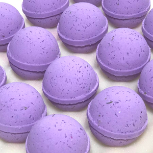 Load image into Gallery viewer, Lavender Petals Bath Bomb