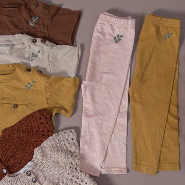 Flat lay picture of baby leggings in hemp cotton along with different hemp cotton t-shirt and hand knitted half sleeve cardigan.