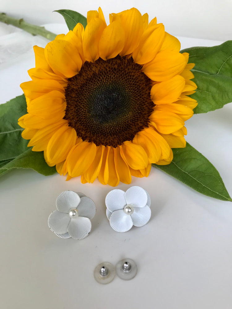 Load image into Gallery viewer, 60s White Enamel Floral Studs