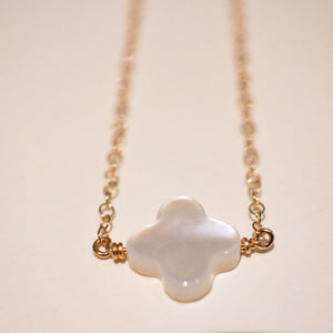 """White shell flower"" ネックレス"
