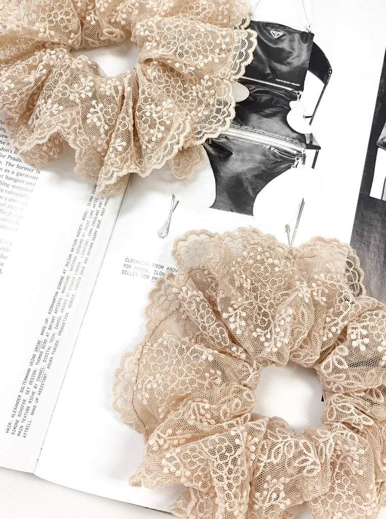 Lace Scrunchie in Nude