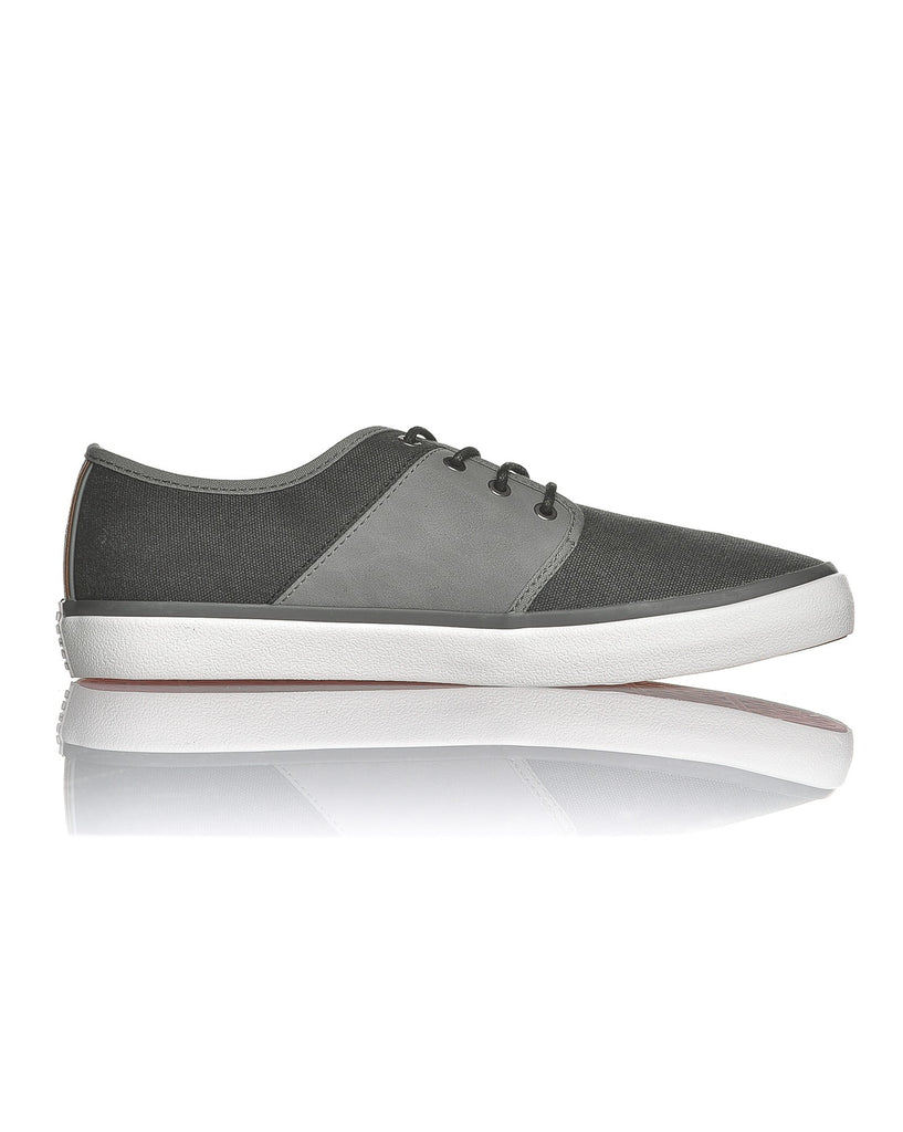 Chaussure basse grise effet cuir