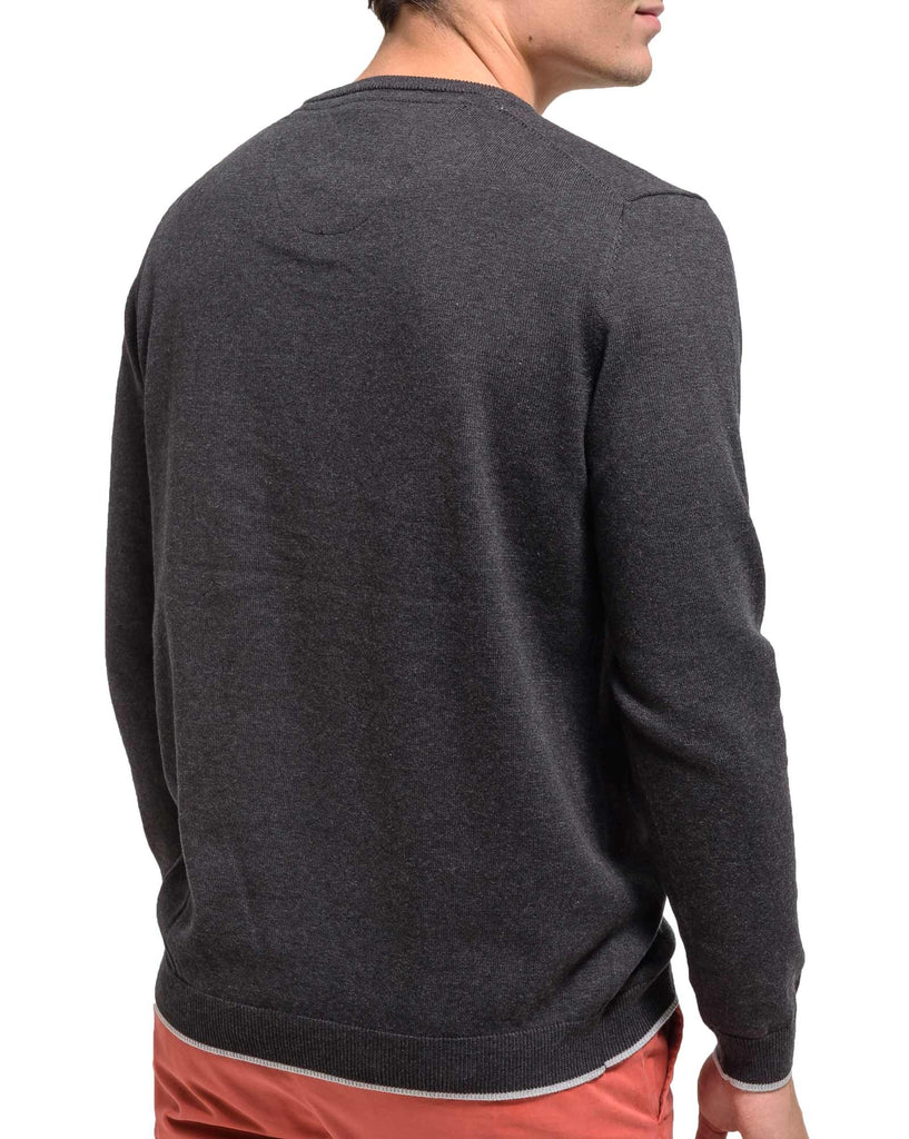 Pull avec broderie gris