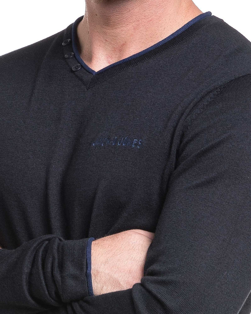 Pullover fin noir col V col 3 boutons