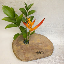Load image into Gallery viewer, Slate vase with gecko engraving and small arrangement