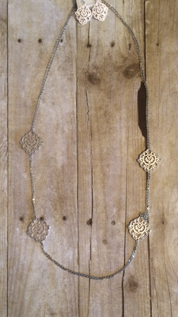 Silver Madallion Necklace Set