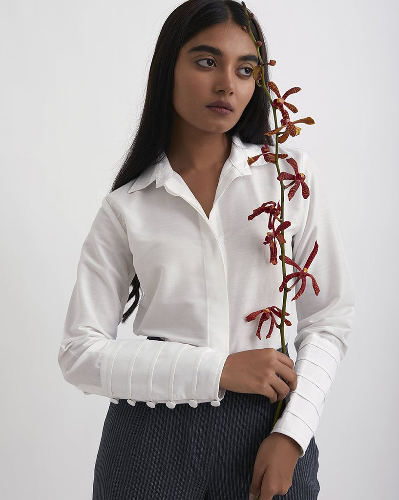 IN YOUR ARMS Broad Cuff Detail Shirt