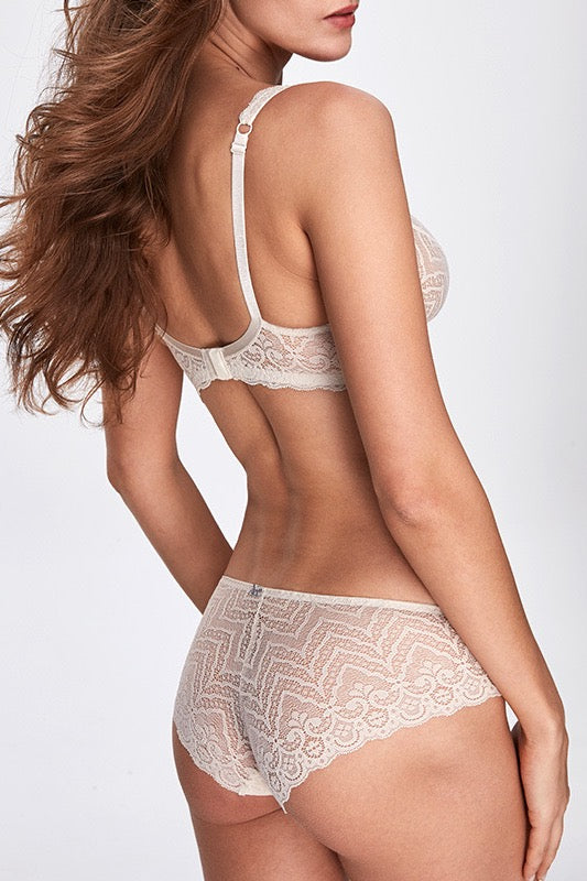 Mata Hari White full Brief