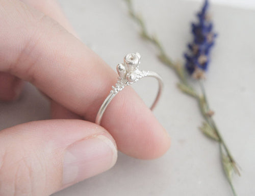 Floweret Ring / floral solitaire ring in sterling silver