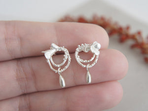 FLOWERET & DROP / small floral dangling earrings in sterling silver