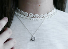 Load image into Gallery viewer, FLOWERET / mini floral necklace in sterling silver