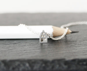 LEUK - NICE / miniature dutch house necklace in sterling silver