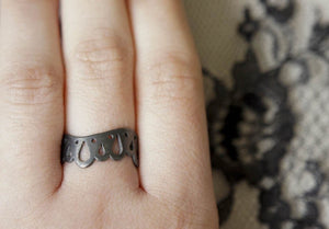LINGERIE RING 006 / hand-pierced ring in sterling silver
