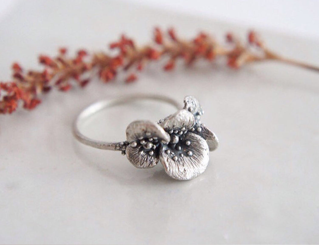 PAPAVER PETALS / poppy flower ring in sterling silver