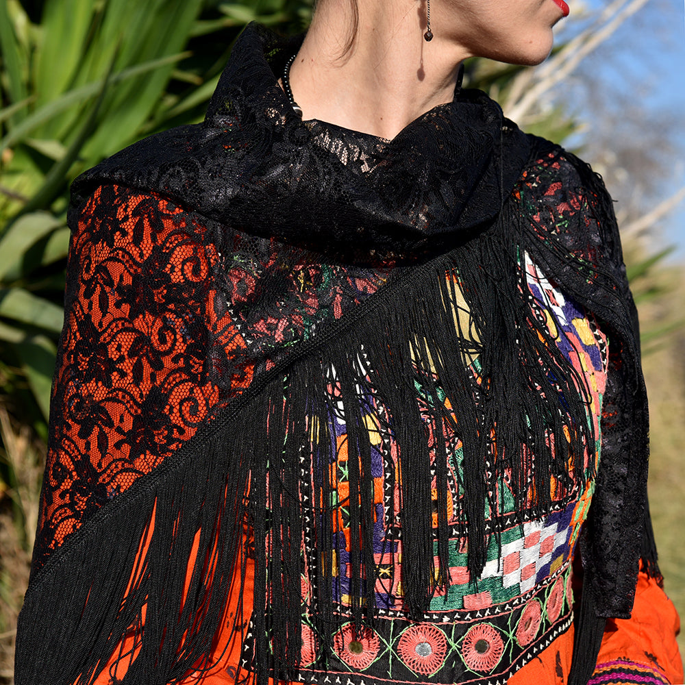 Blog DiY Carnaval 2019 Frida detalle total look Frida Kahlo