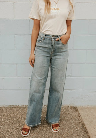 what to wear with mom jeans loveoliveco.com