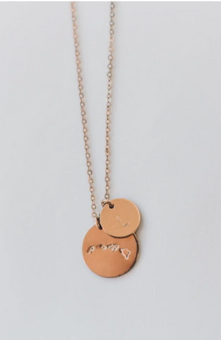 On-trend necklaces that are perfect for gifting. www.loveoliveco.com/blogs
