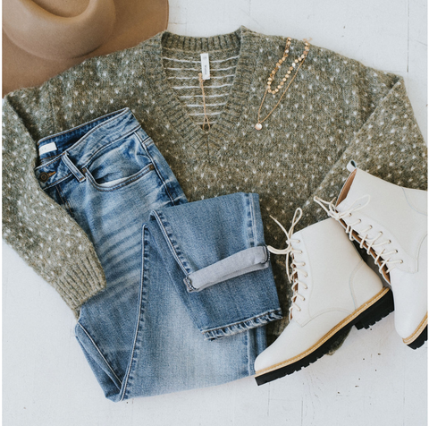 A chunky sweater and combat boots is the perfect combo for Thanksgiving. www.loveoliveco.com/blogs