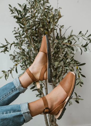 Brown flats to pair with your favorite outfit. www.loveoliveco.com