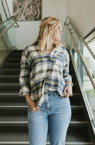 Make flannels a part of your fall outfits this season. www.loveoliveco.com