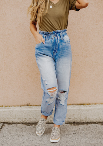 light washed high waisted jeans. mom jeans. www.loveoliveco.com