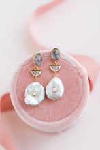 Load image into Gallery viewer, Blue Cracked Glass Pearl Opal Earrings